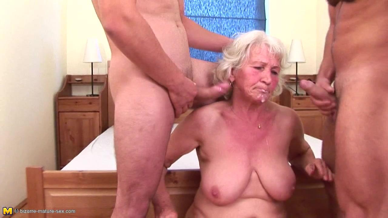 Бабушки массаж ее делая внук трахнул