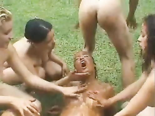 Извращенные лесбиянки срут и мажут себя калом