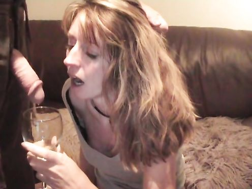 Мать маструбировала когда сын предложил ей выпить своей мочи