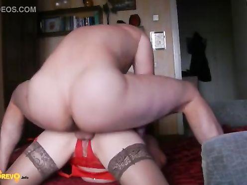 Во время ебли с матерью сына возбуждает красное бельё