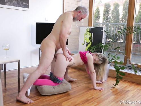 Бородатый дед выебал свою внучку проститутку