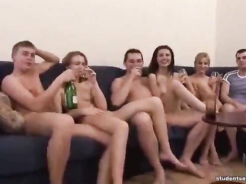 Русские студенты любят устраивать групповое блядство