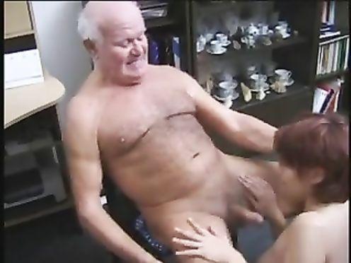 Дед связал руки внучке и силой заставил сосать у него член