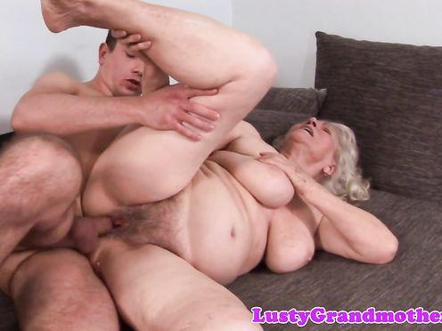 Внук уговорил свою бабку трахнуться с ним