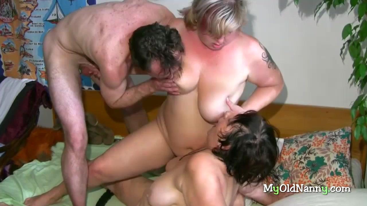 Групповой семейный секс с бабушками