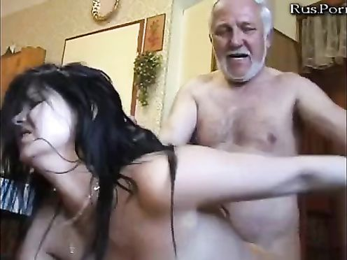 Бородатый дед отодрал красивую внучку и насовал ей в рот