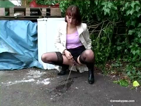 Девка сыт на улице