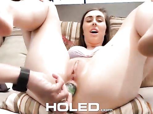 Телочка отсосала и получила секс игрушки и хуй в очко во время фистинга