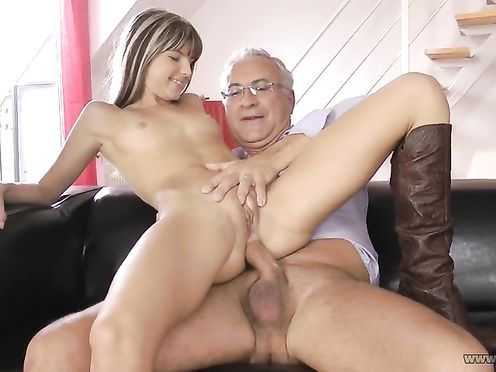 Анальный секс с молодой дочерью Джиной и отцом