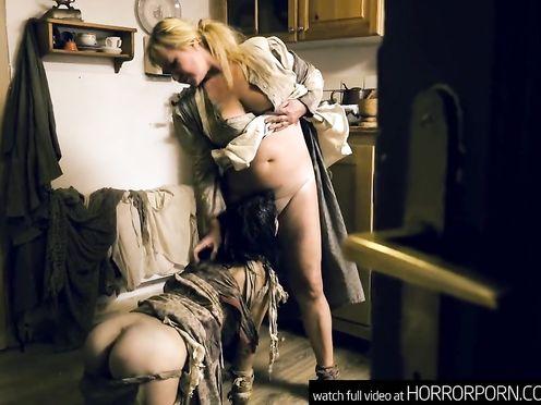 Барышня и хозяин насилуют крепостную девочку в деревенском домике